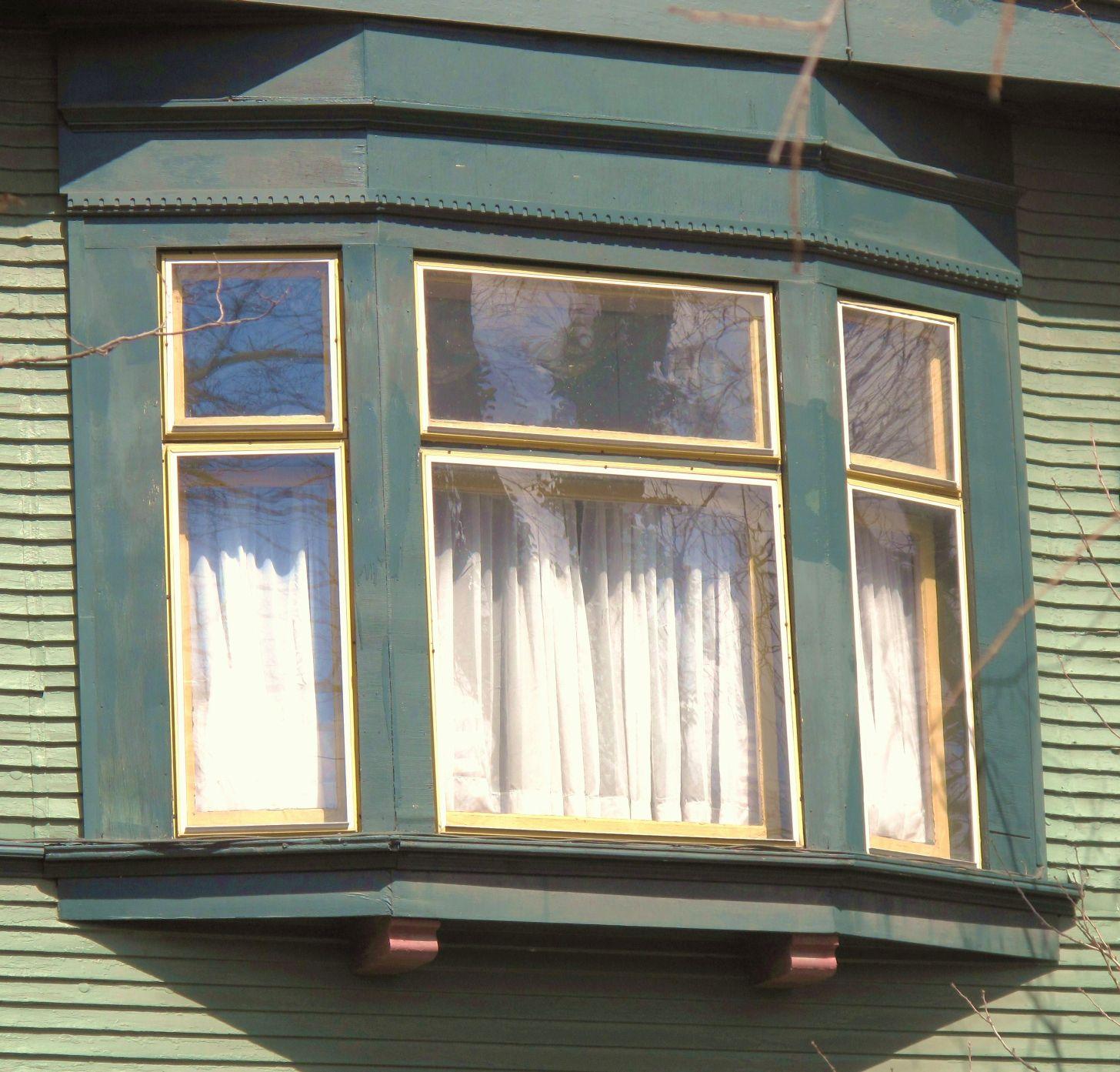 Building Language: Oriel Window