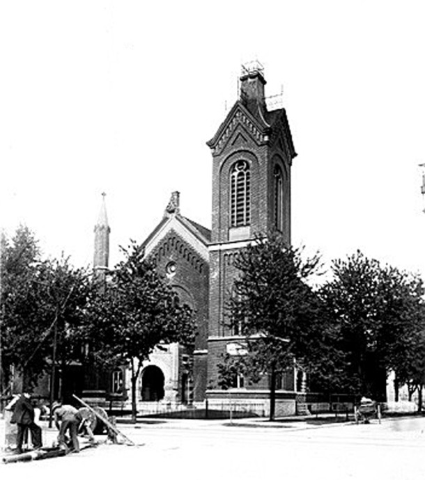 First Baptist Church of Indianapolis was located at Ohio and Pennsylvania for many years (Bass Photo Collection, INDIANA HISTORICAL SOCIETY)