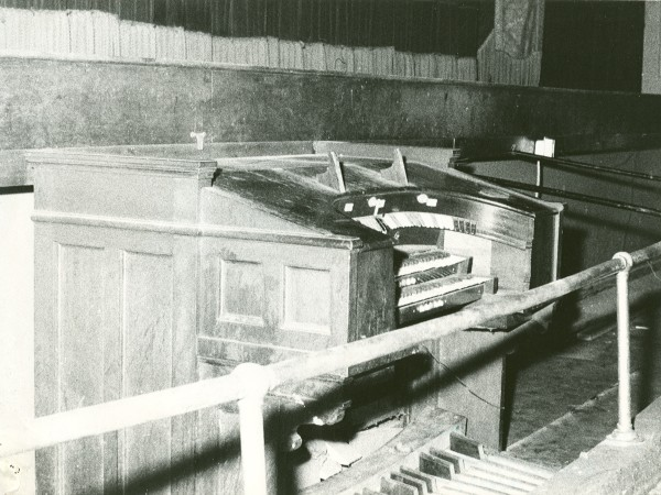 A sideways shot of the Louisville Uniphone Pipe Organ, installed in the Rivoli in 1966. (photo courtesy Carlton Smith)