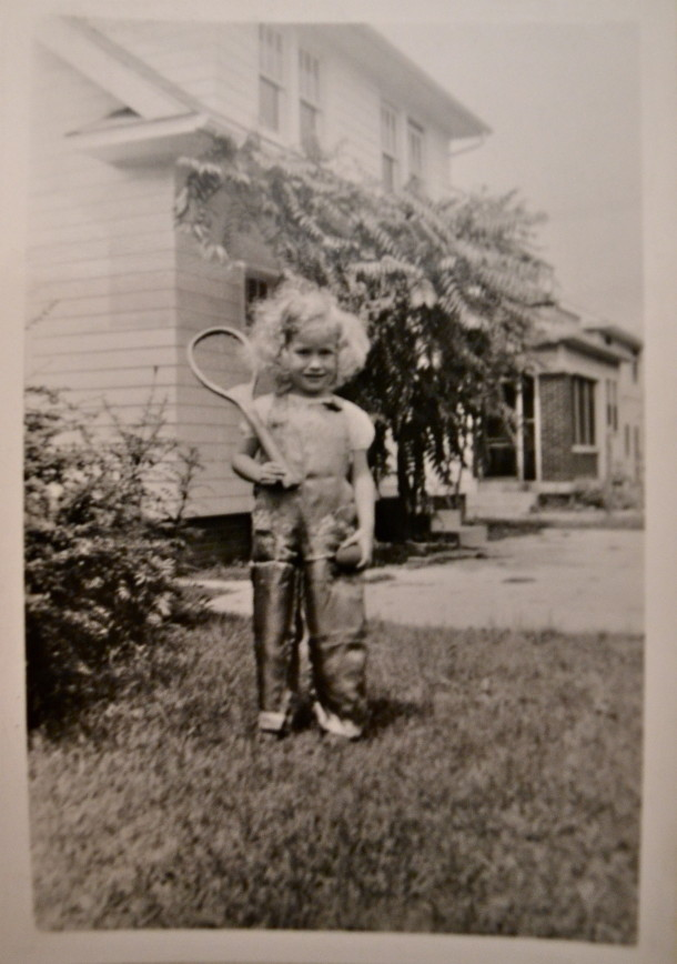 Little Alice in her front yard at 5401 Winthrop. Courtesy of Alice Roettger.