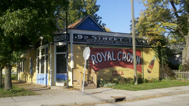 The restored and repainted Royal Crown mural on the Dorman Street Saloon (Photo by Joan Hostetler, 5 October 2011)