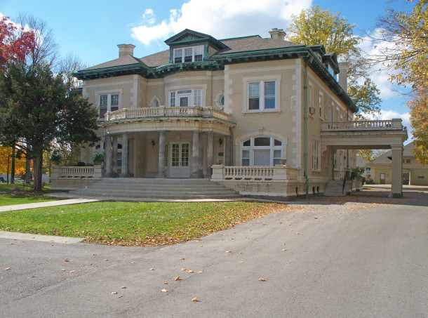 Front of the Henry F. Campbell Mansion at 2550 Cold Spring Road (photo by Sharon Butsch Freeland)