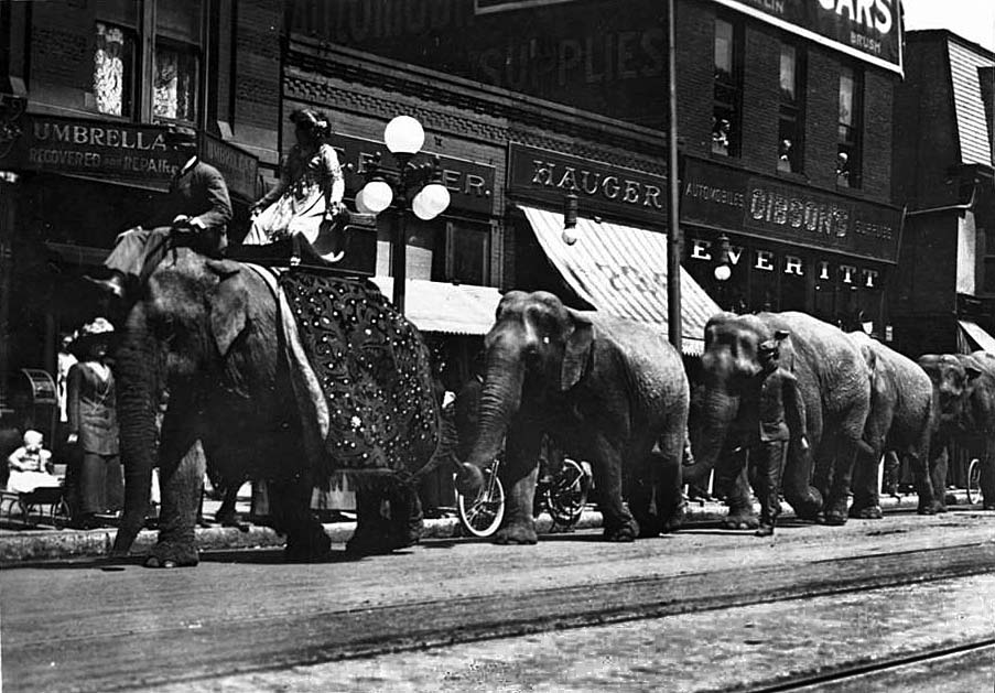 Indianapolis Then and Now: The Circus comes to the 200 Block of Massachusetts Ave.