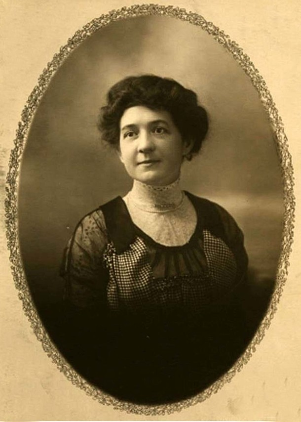 Portrait of the photographer Mary Lyon Taylor (Indiana Historical Society, Mary Lyon Taylor Collection, p281 image 35)