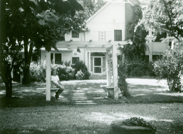 Circa 1940s photo of the home at Haverway Farm (photo from the personal collection of Ruth Adams Linsmith)