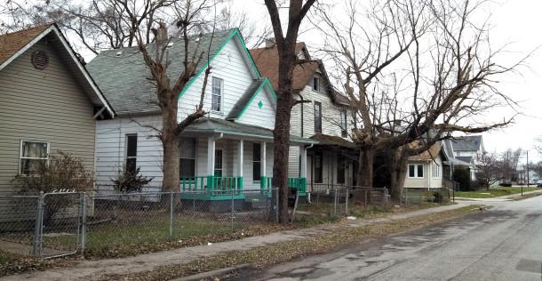 Homes on the southeast corner of Howard and Hiatt Streets (1921-1931 Howard Street) (Photograph by Joan Hostetler, December 10, 2014)