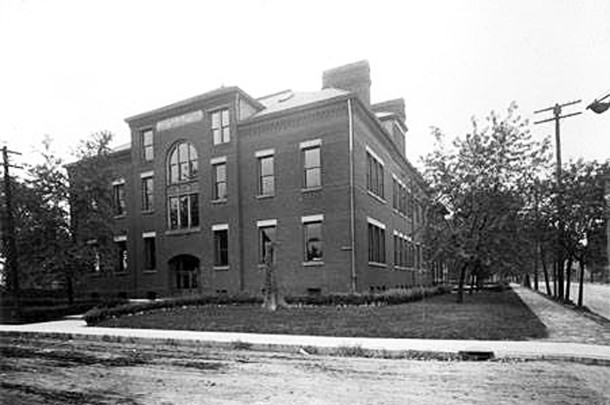 Thomas D. Gregg School 15 (W. H. Bass Photo Company Collection, courtesy of the Indiana Historical Society)