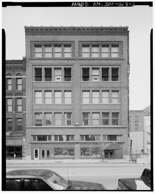 The exterior of the Schnull and Company building didn't even get re-purposed for the Circle Centre Mall (Courtesy Library of Congress)