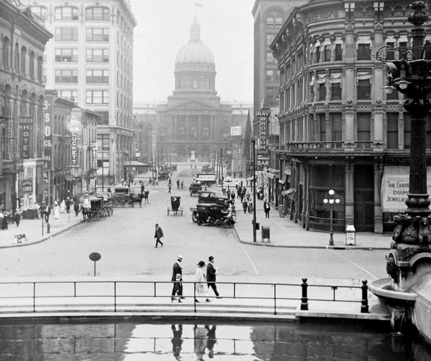 1915 view of Wet Market Street taken from Monument Circlre (Wm. H. Bass Company Photo Collection courtesy of the Indiana Historical Society)