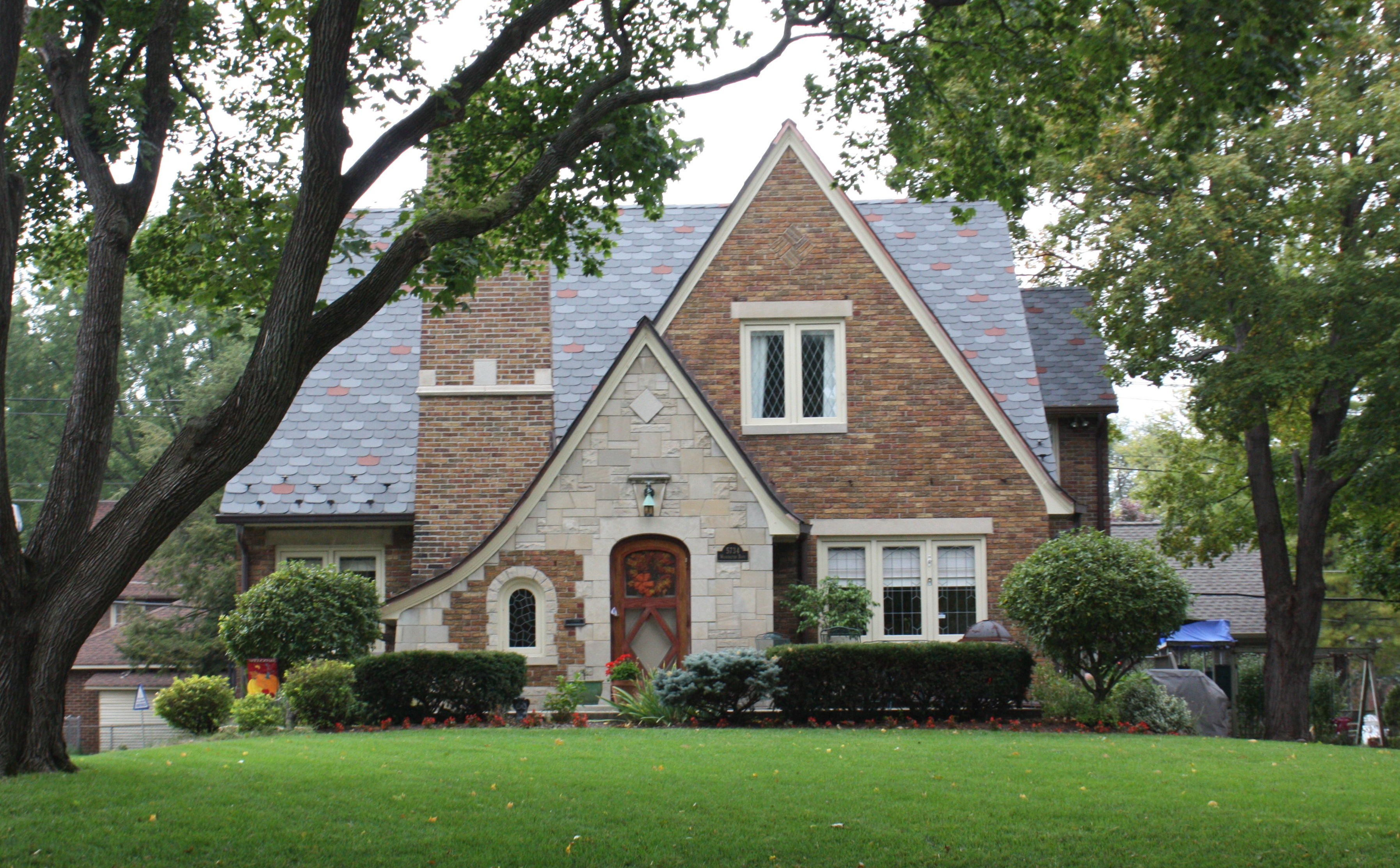 Building language tudor revival historic indianapolis - What makes a house a tudor ...