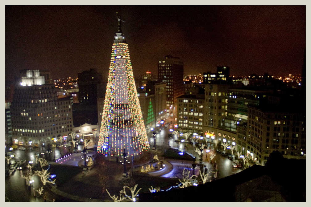 Room With A View – World's Largest Christmas Tree (Soldiers' and Sailors' Monument)