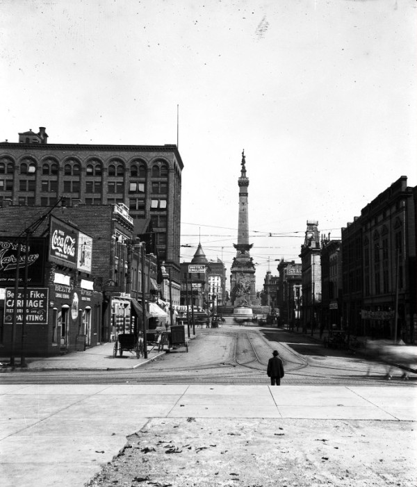 The intersection of Illinois and Market streets, circa 1910. This photo was taken from the Statehouse, looking east. (Photo © 2008 Indiana Historical Society)