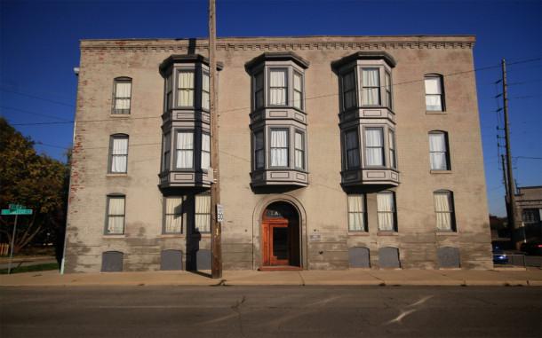L'Avon, College Avenue facade, 2013, (c) photo by Kurt Lee Nettleton