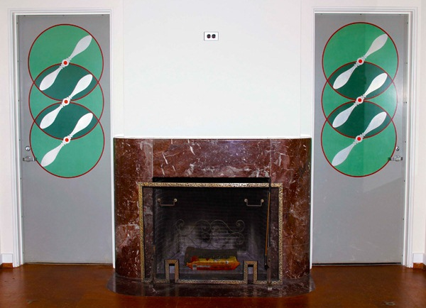 Two Machine Age doors featuring a fan design flanked the fireplace in the Schwitzer house. The doors pictured above, along with a pocket door in the same design, fetched a total of $6,100 at the May 2 auction.