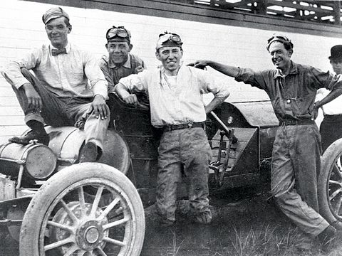 hist_louis_schwitzer_and_crew
