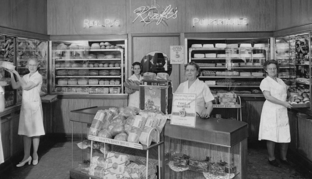 DeLuxe Cake & Pastry Shop interior, ca. 1945 / Courtesy of IUPUI University Library, Neighborhood of Saturdays Collection