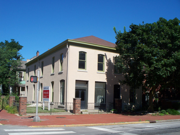 East-facing front of 302 - 304 N. East Street on the northwest corner of new ork and East Streets (photo by Sharon Butsch Freeland)