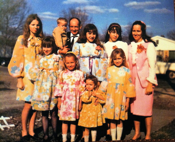 Ruth, Darrell, and their 8 children. Courtesy of Ruth Shaw.