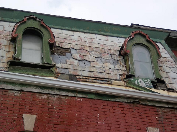 Decorative tiles are often used on Second Empire mansard roofs. On the Horner Terrill home, a few rows of hexagonal slate tiles appear. (photo courtesy Amanda and Eric Browning)