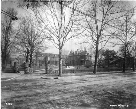 This photo from 1907 shows Dr. Stearn's Norways Sanatorium, which was located across the street from Spades Park. Bass Photo Co Collection, Indiana Historical Society.