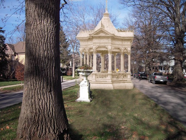 Gazebo from 1870s superimposed onto recent photograph. (Courtesy of Duane Palmer)