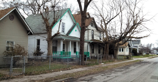 Homes on the southeast corner of Howard and Hiatt Streets (1921-1931 Howard Street) (Photograph by Joan Hostetler, December 10, 2014)