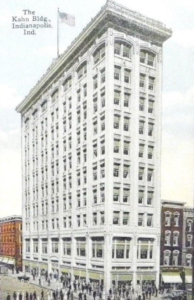 The Kahn Building in 1918. The building to the right at 6 East Washington was originally a candy store and later a Burger Chef restaurant. It was demolished in 2002 and you can still make out the roof line on the east facade of the King Cole building (Courtesy ebay)