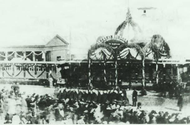Train at the impromptu funeral at Michigan City