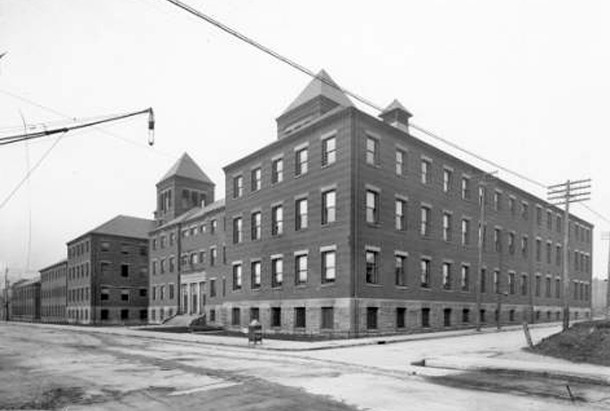 Manual Training High School was built in 1895 in the block surrounded S. Meridian Street, Merrill Street, and Madison Avenue (W. H. Bass Photo Co. Collection, courtesy of Indiana Historical Society)
